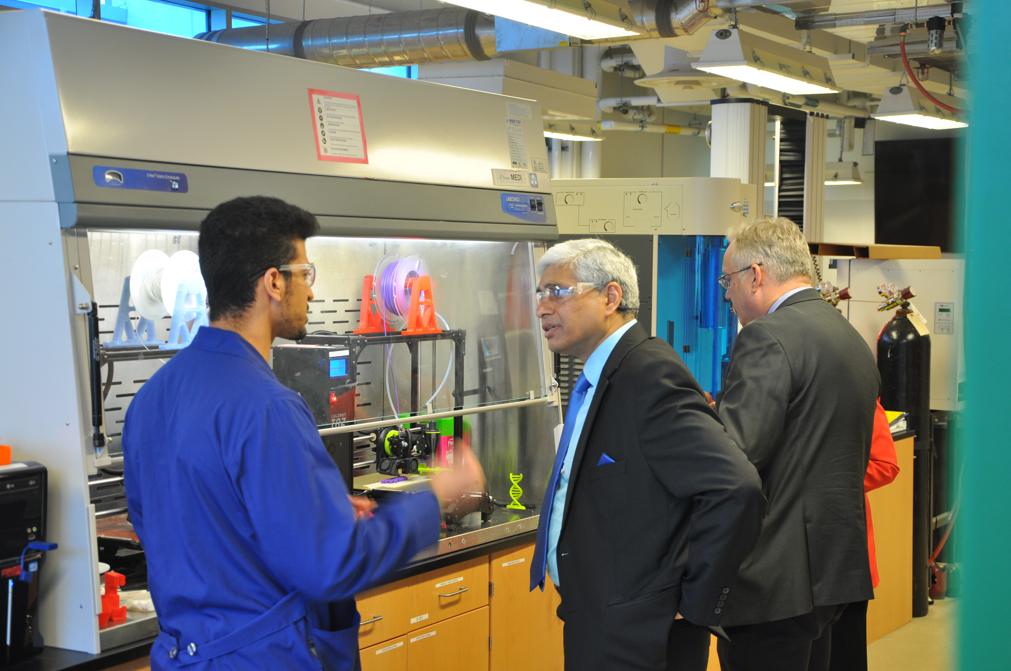 High Commissioner of India given a tour of the bioproducts lab and interacting with the HQP.